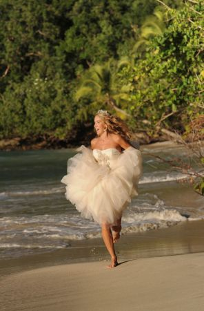 bride-running-on-beach